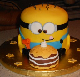 1024x768px Minion Cake For Sons Birthday Picture in Birthday Cake