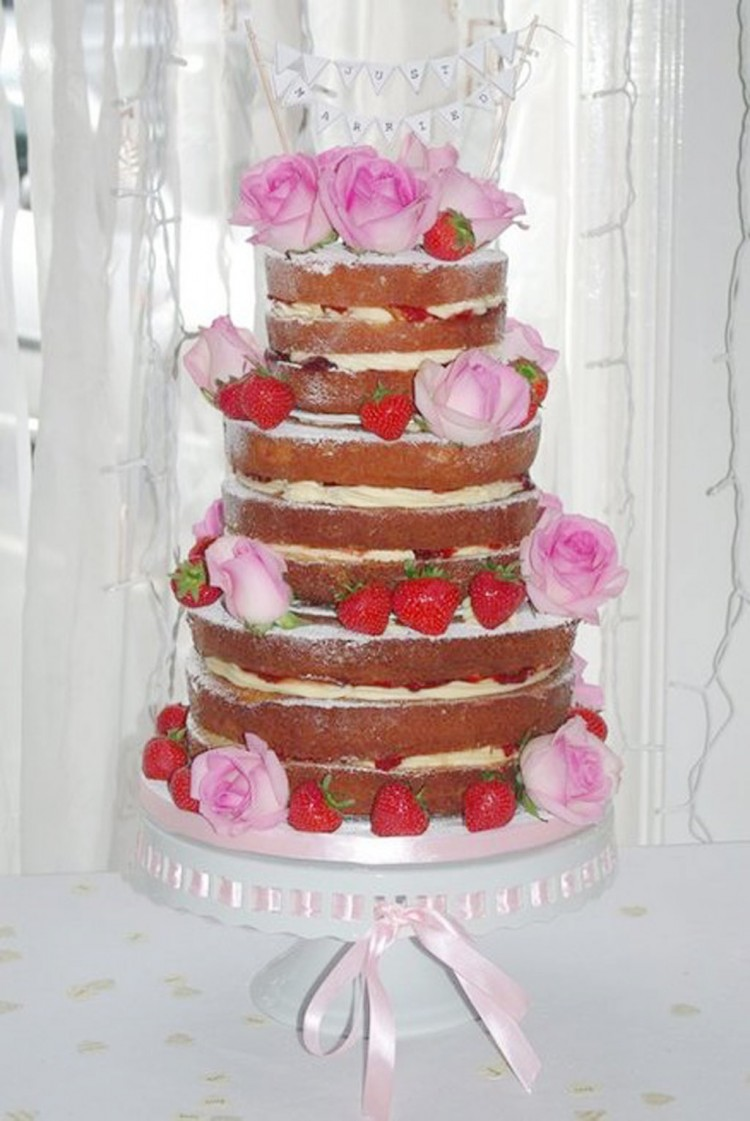 Naked Wedding Cake With Strawberries Picture in Wedding Cake