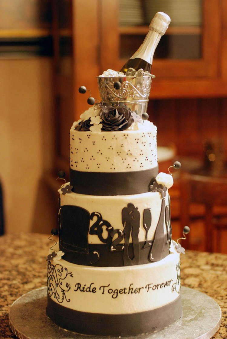 New Years Eve Wedding Cake Picture in Wedding Cake