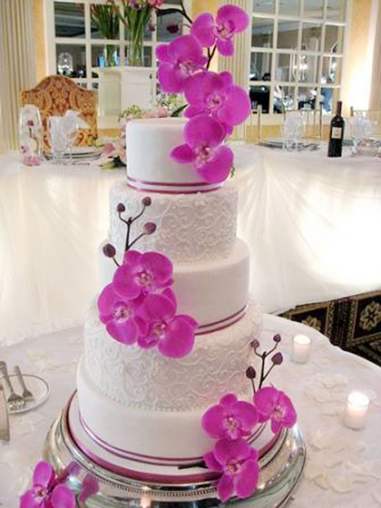 Orchid Wedding Theme Picture in Wedding Cake