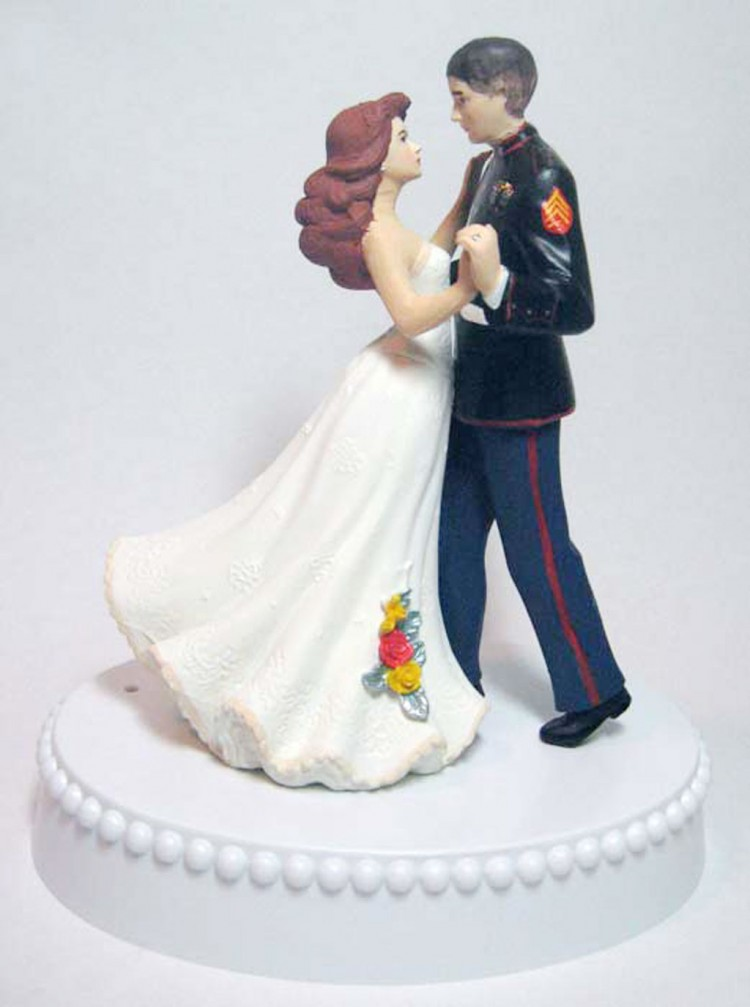 Original Dancing Wedding Cake Topper Picture in Wedding Cake