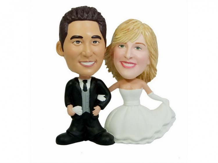Personalized Bobblehead Wedding Cake Topper Picture in Wedding Cake