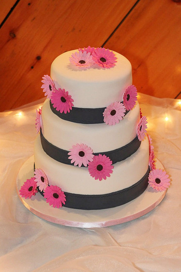 Pink Gerber Daisy Wedding Cake Picture in Wedding Cake