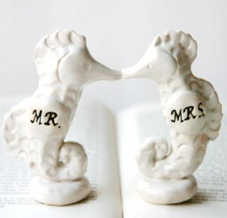 1024x683px Porcelain Seahorse Wedding Cake Topper Picture in Wedding Cake