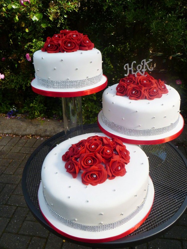 Red And White Wedding Cake Ideas Picture in Wedding Cake
