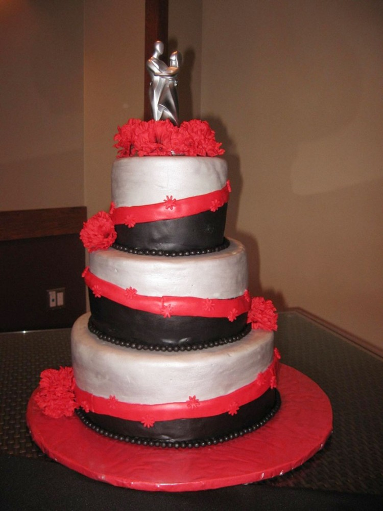 Red Black Silver Wedding Cake Picture in Wedding Cake