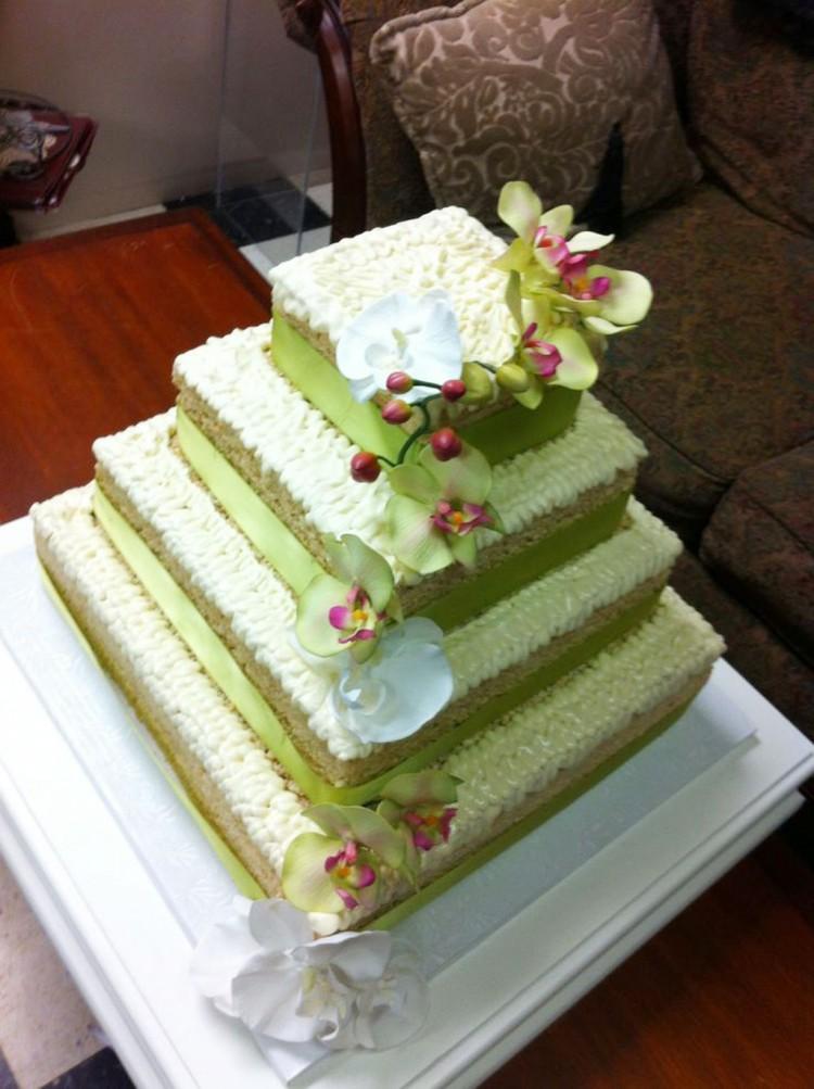 Rice Krispie Treat Wedding Picture in Wedding Cake