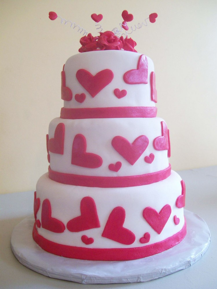 Romantic Valentine Wedding Cake Picture in Wedding Cake