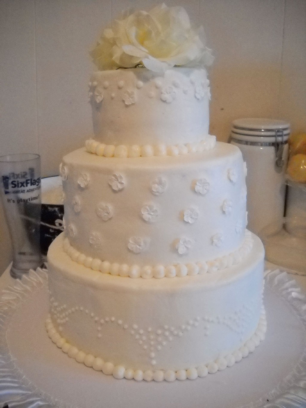 round wedding cakes pictures buttercream wedding cake wedding cake cake ideas 19330
