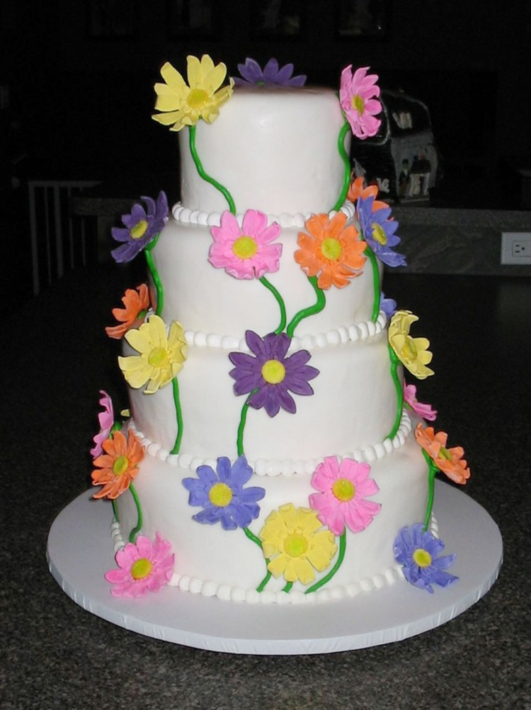 Round Gerber Daisy Wedding Cakes Picture in Wedding Cake
