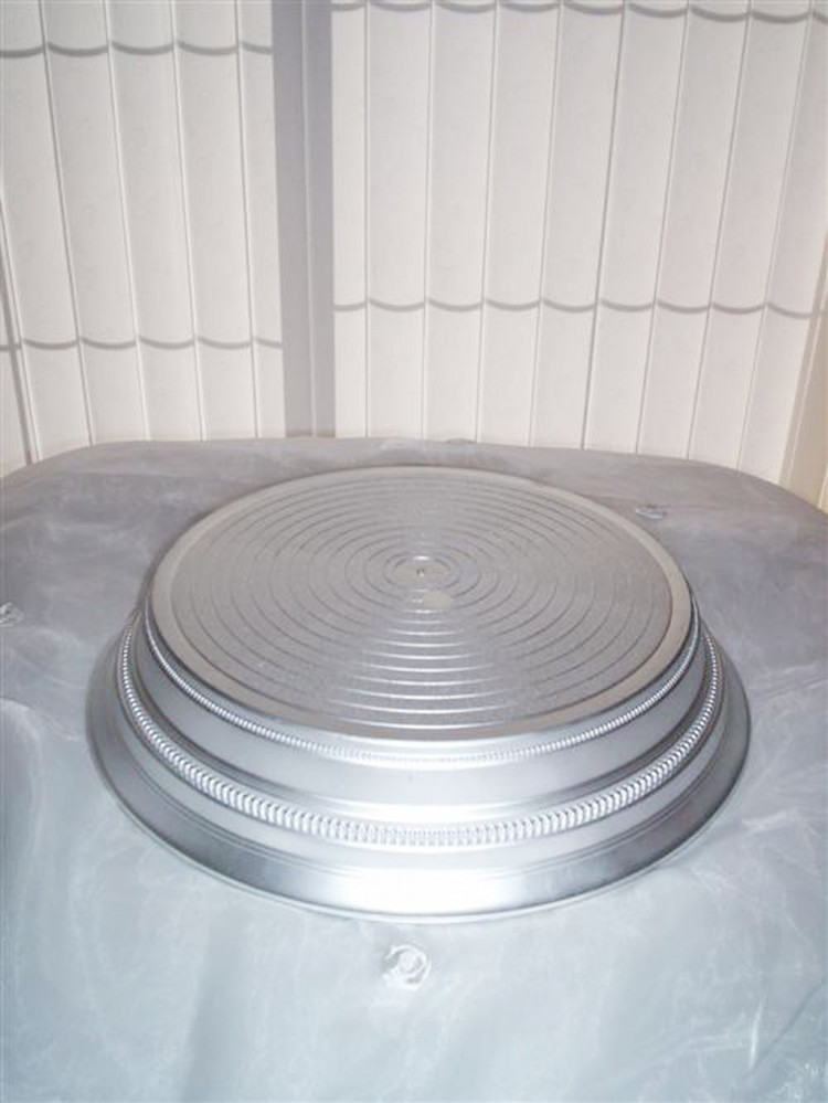 Round Satin Silver Wedding Cake Stand Picture in Wedding Cake