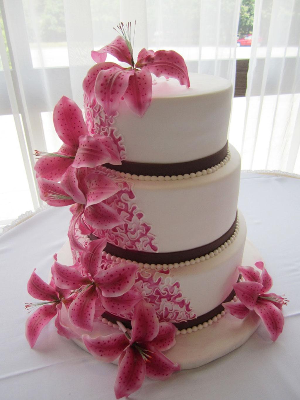 Round Stargazer Lilies Wedding Cakes Wedding Cake Cake