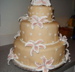 1024x1365px Round Stargazer Lily Wedding Cake Picture in Wedding Cake