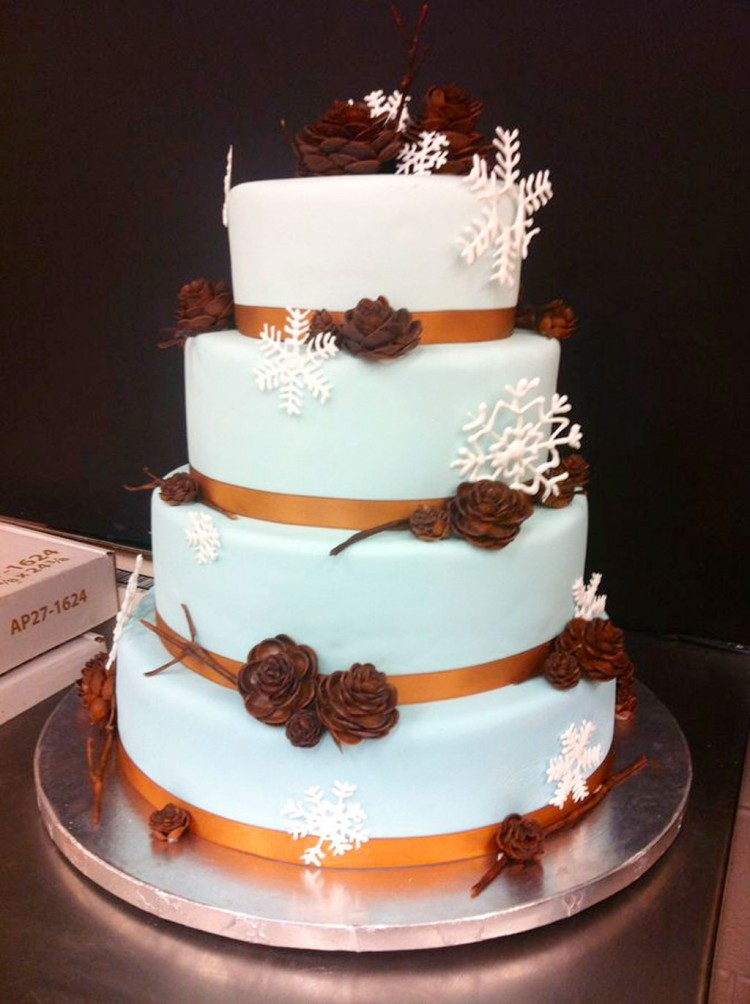 Round Winter Wonderland Wedding Cake Picture in Wedding Cake
