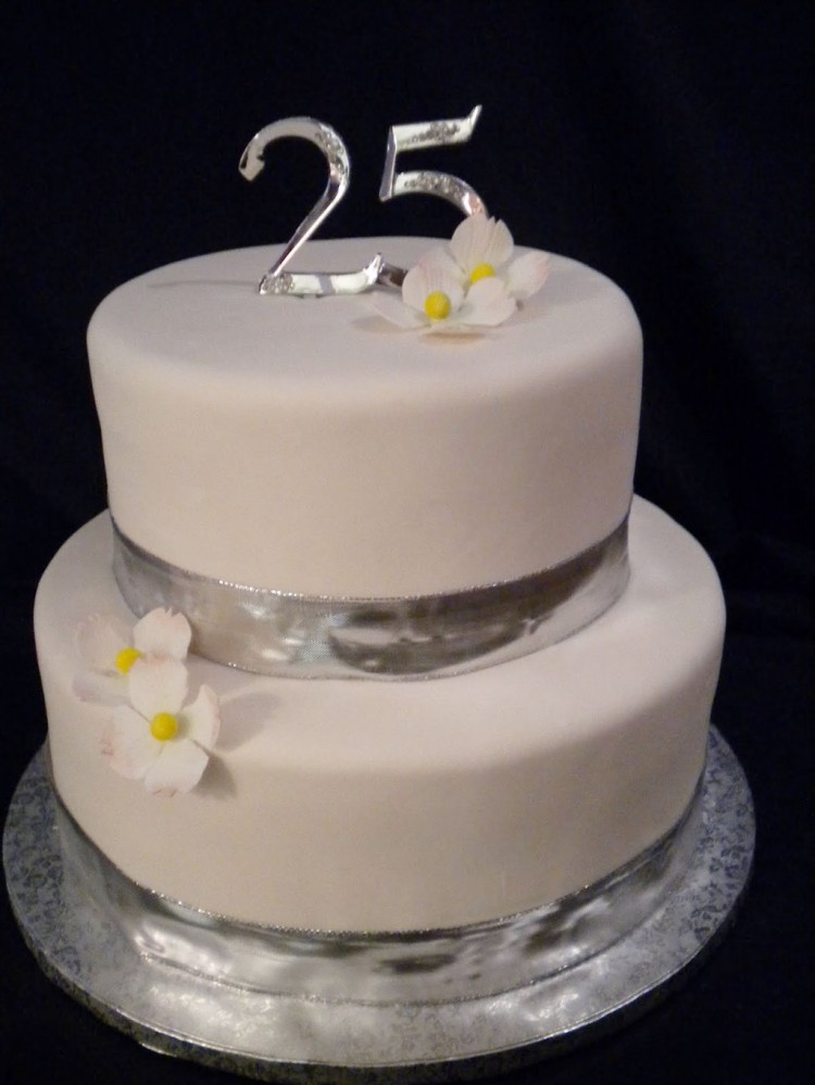 Silver 25th Wedding Anniversary Cake Picture in Wedding Cake
