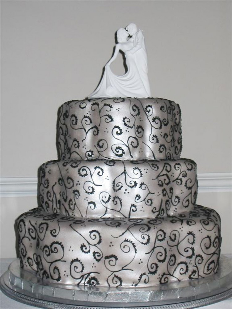 Silver Dancers Wedding Cake Picture in Wedding Cake