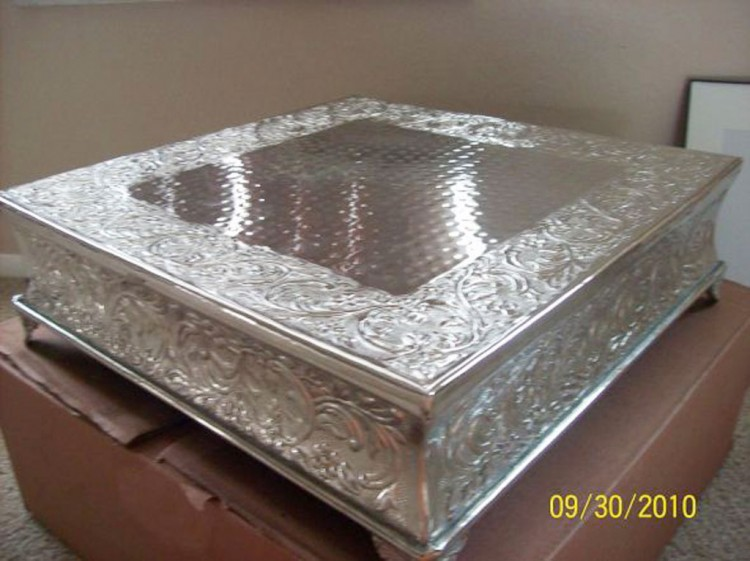 Silver Wedding Square Cake Stand Picture in Wedding Cake