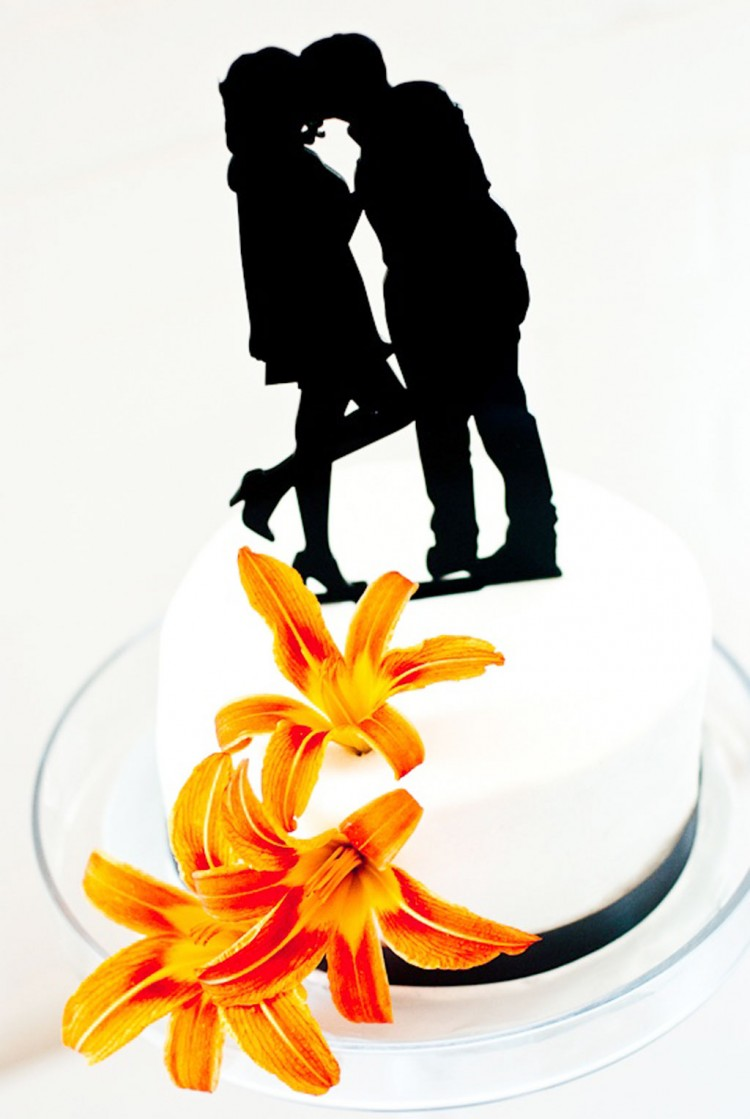 Simply Silhouette Wedding Cake Topper Picture in Wedding Cake