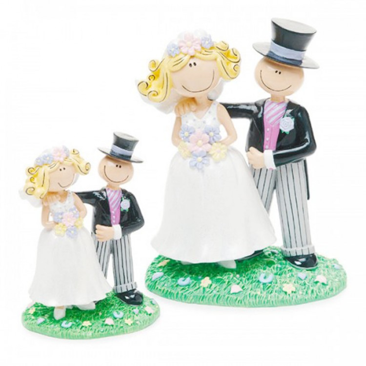 Small Cartoon Style Wedding Cake Topper Picture in Wedding Cake