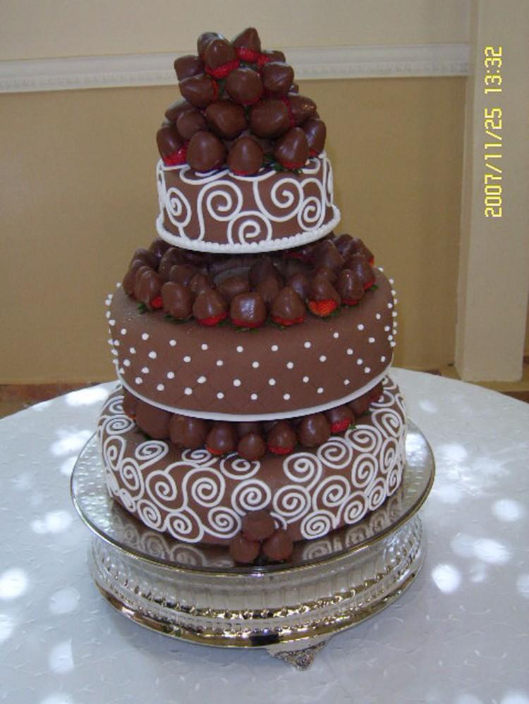 Strawberries Wedding Cake Picture in Wedding Cake