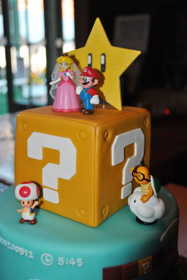 Super Mario Wedding Cake Toppers Picture in Wedding Cake