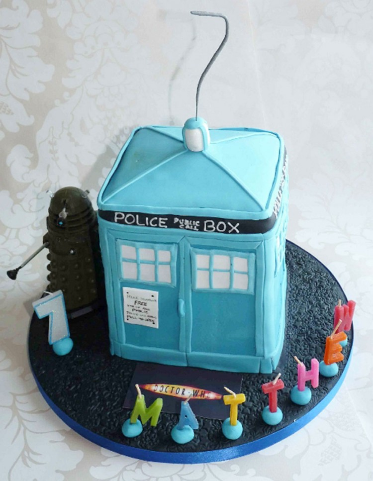Tardis Birthday Cake Picture in Birthday Cake