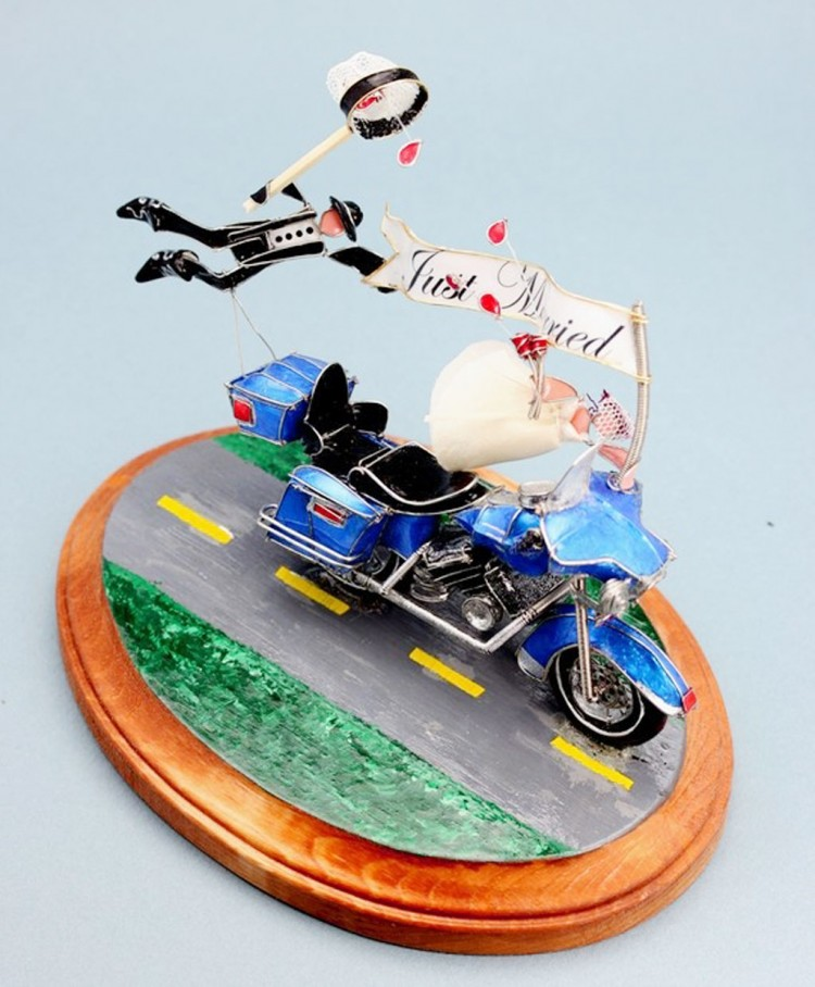 The Custom Motorcycle Wedding Cake Topper Picture in Wedding Cake