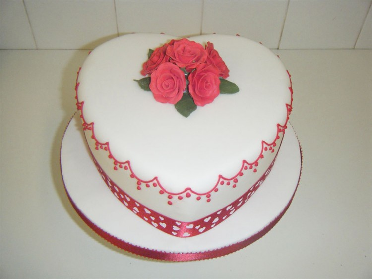 Valentine's Day Heart Cake Picture in Valentine Cakes