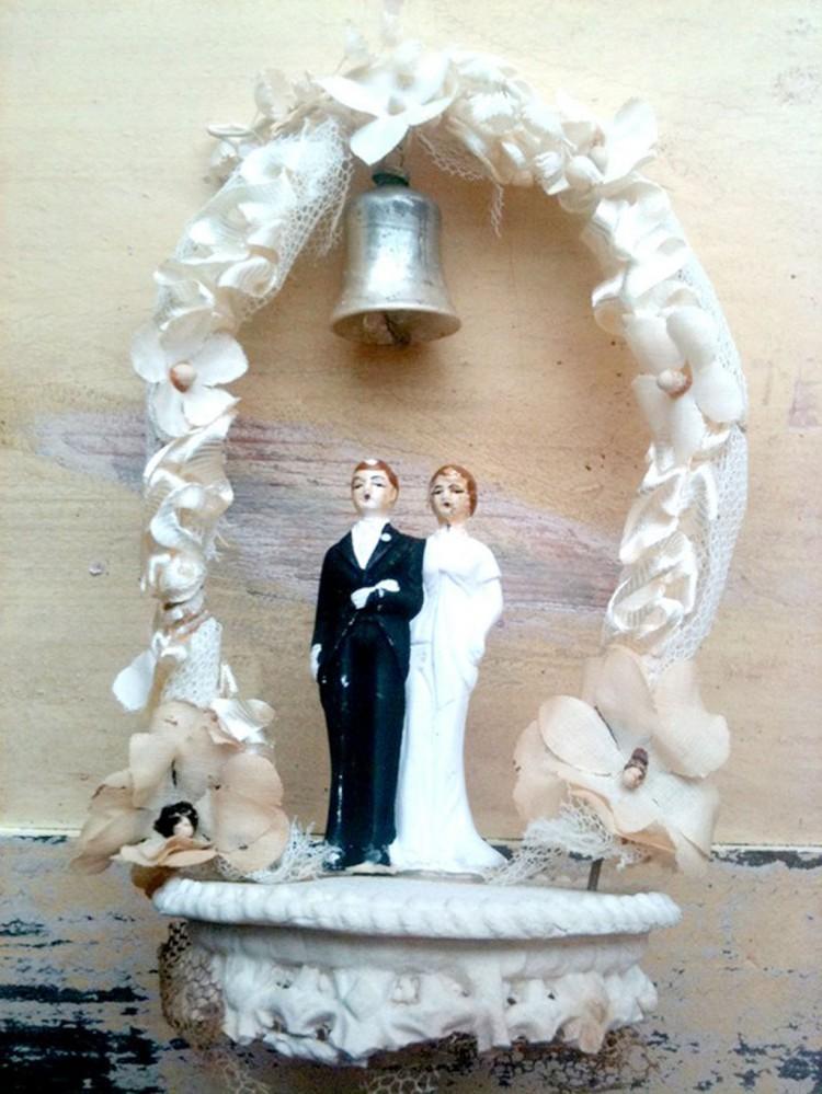 Vintage Bride Groom Bells Wedding Cake Topper Picture in Wedding Cake