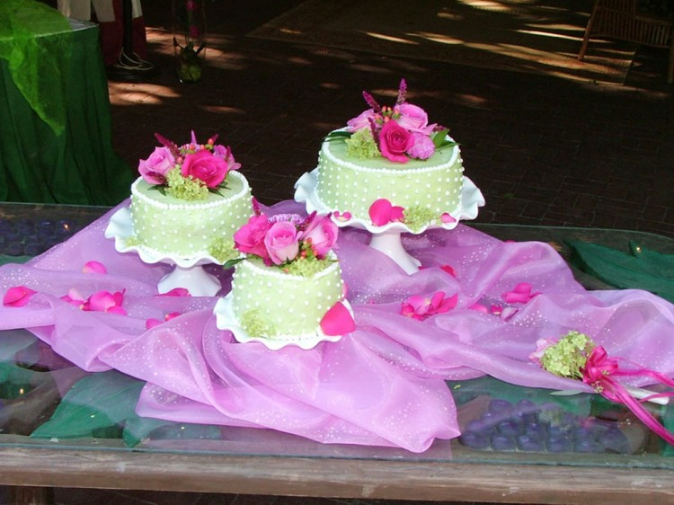 Wedding Cake Flowers In Springfield Illinois Picture in Wedding Cake