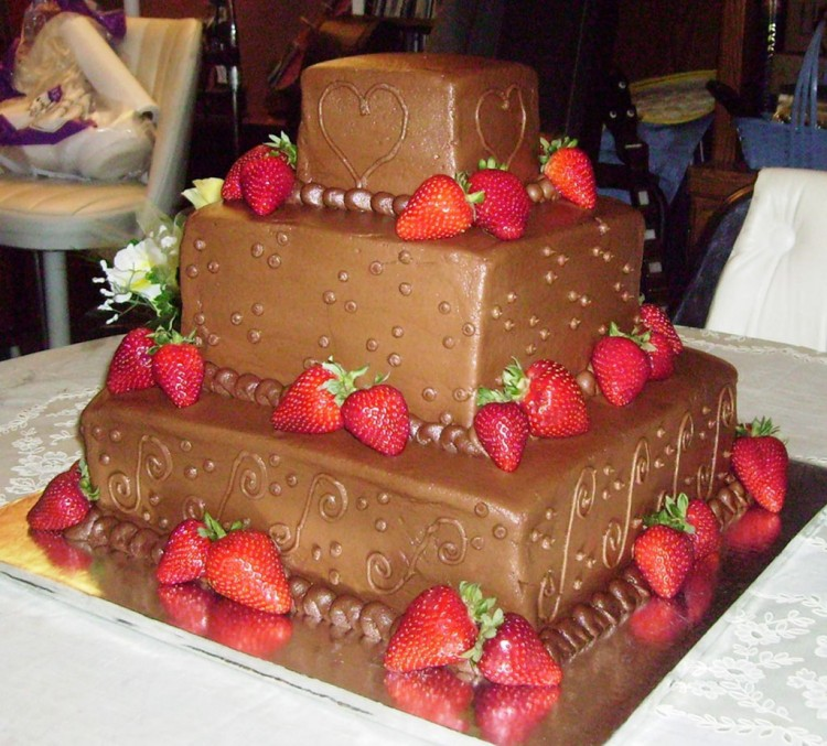 Wedding Chocolate Strawberry Cake Picture in Wedding Cake