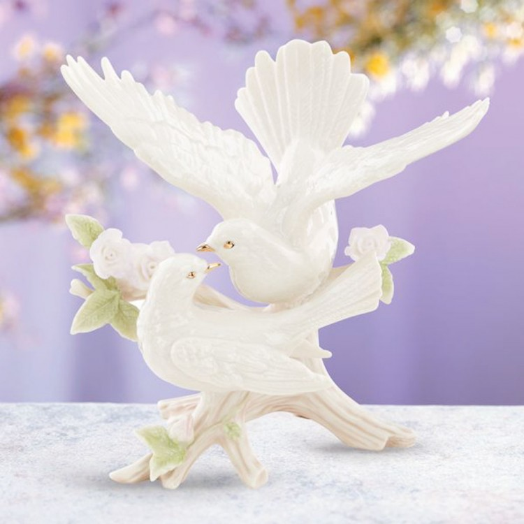 Wedding Doves Cake Topper Picture in Wedding Cake