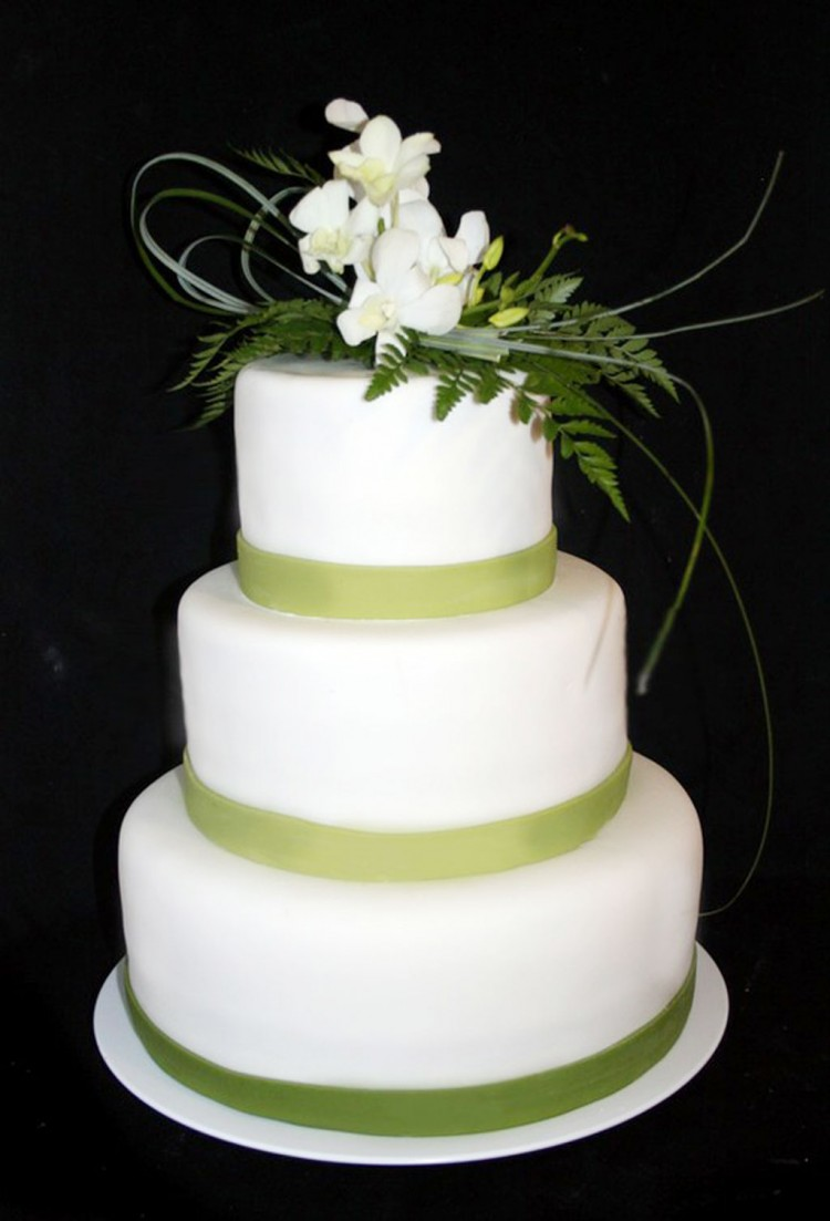 Wedding Cake With Green Theme Picture in Wedding Cake