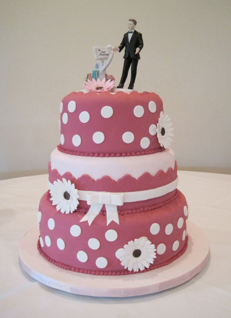 Whimsical Gerber Daisy Wedding Cake Picture in Wedding Cake