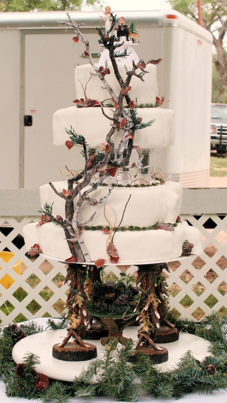 White Camo WeddingCake Picture in Wedding Cake