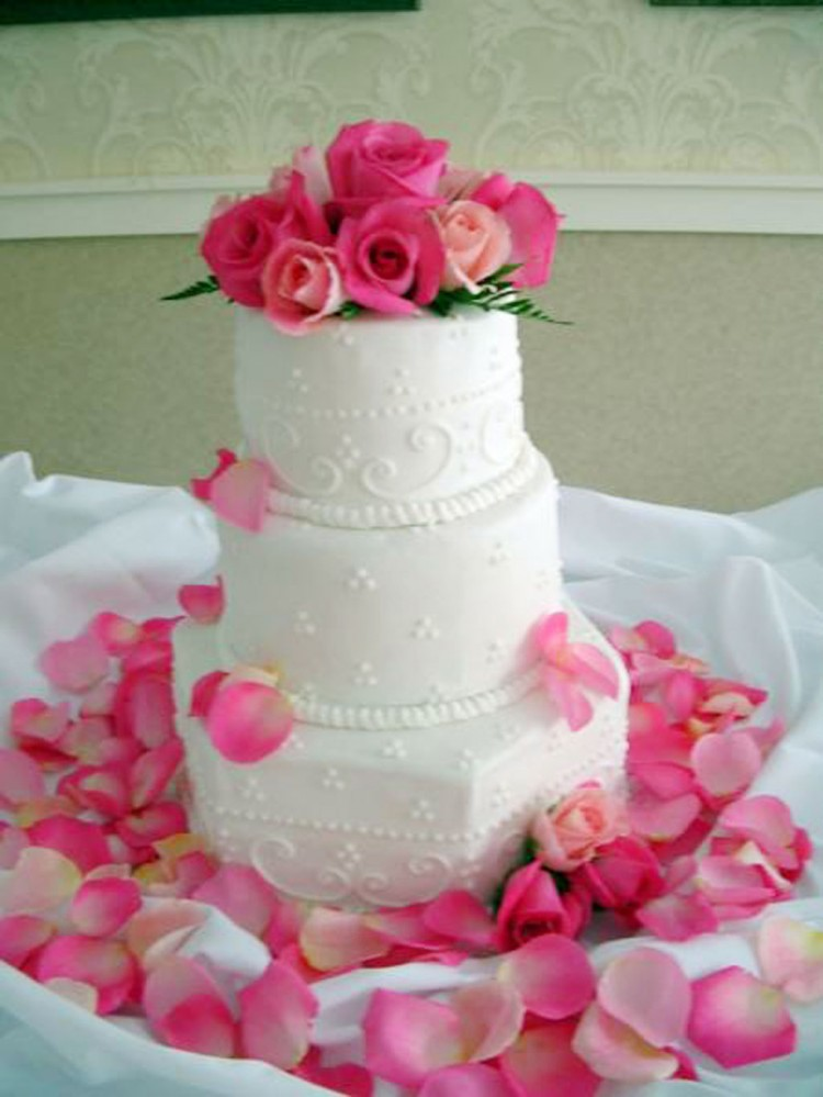 White Wedding Cakes With Buttercream Frosting Picture in Wedding Cake