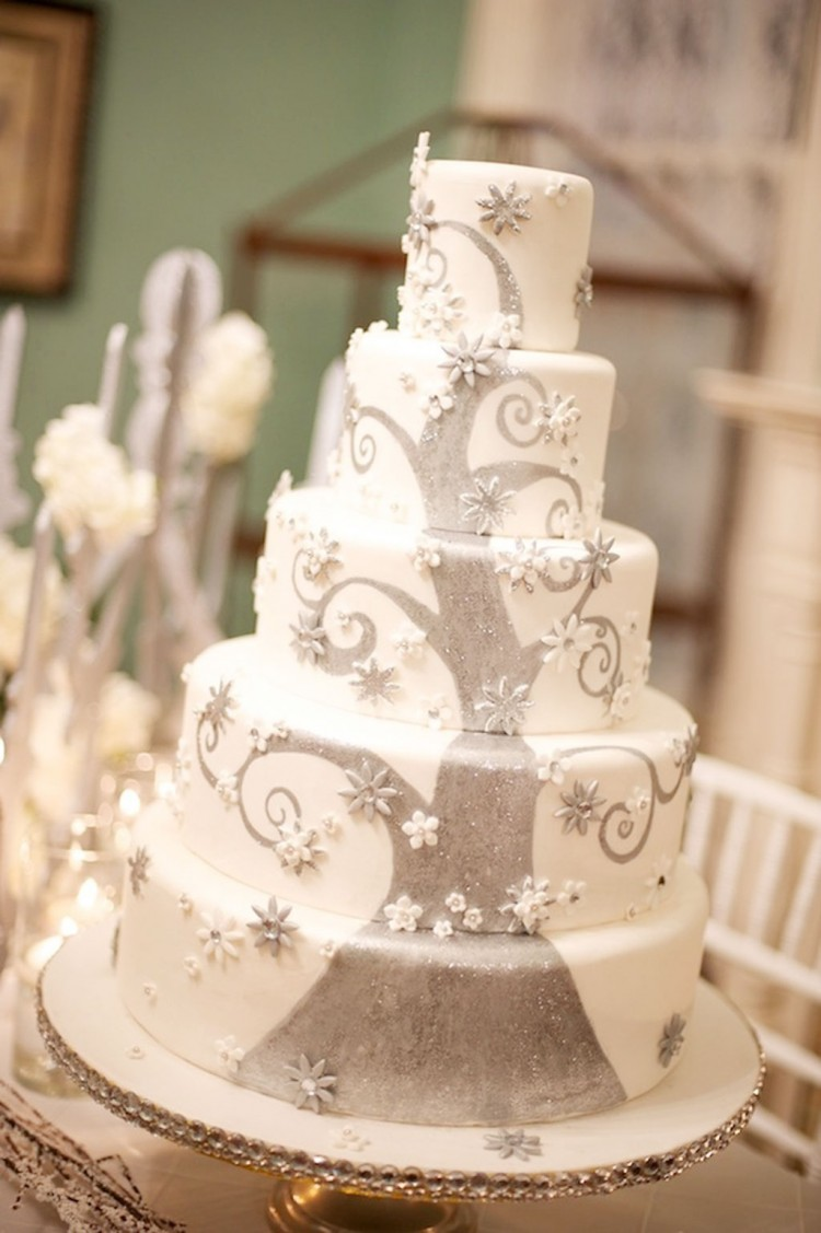 Winter Fantasy Wedding Cake Picture in Wedding Cake