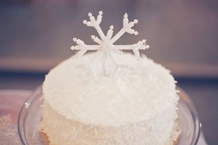 Winter Wedding Toppers Inspired Picture in Wedding Cake