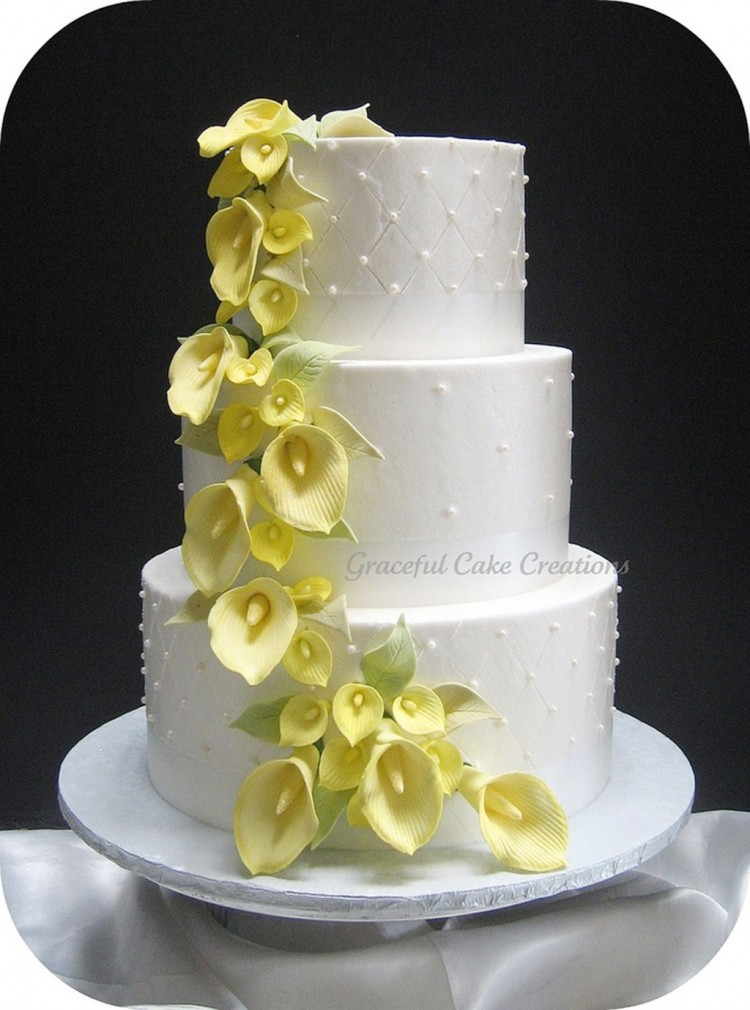 Yellow Calla Lily Wedding Cake Picture in Wedding Cake