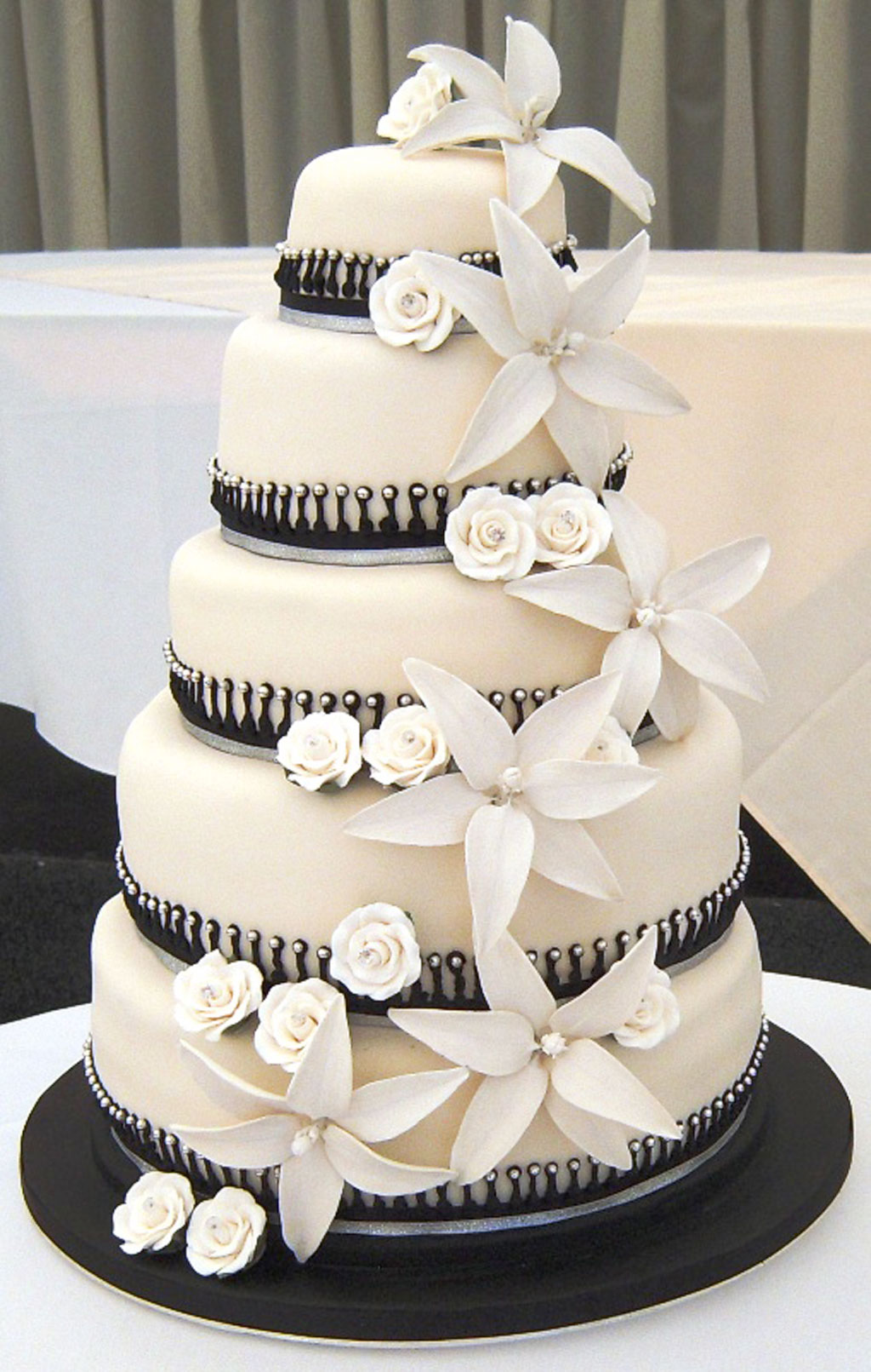 white wedding cake black white wedding cake designs wedding cake cake ideas 1360