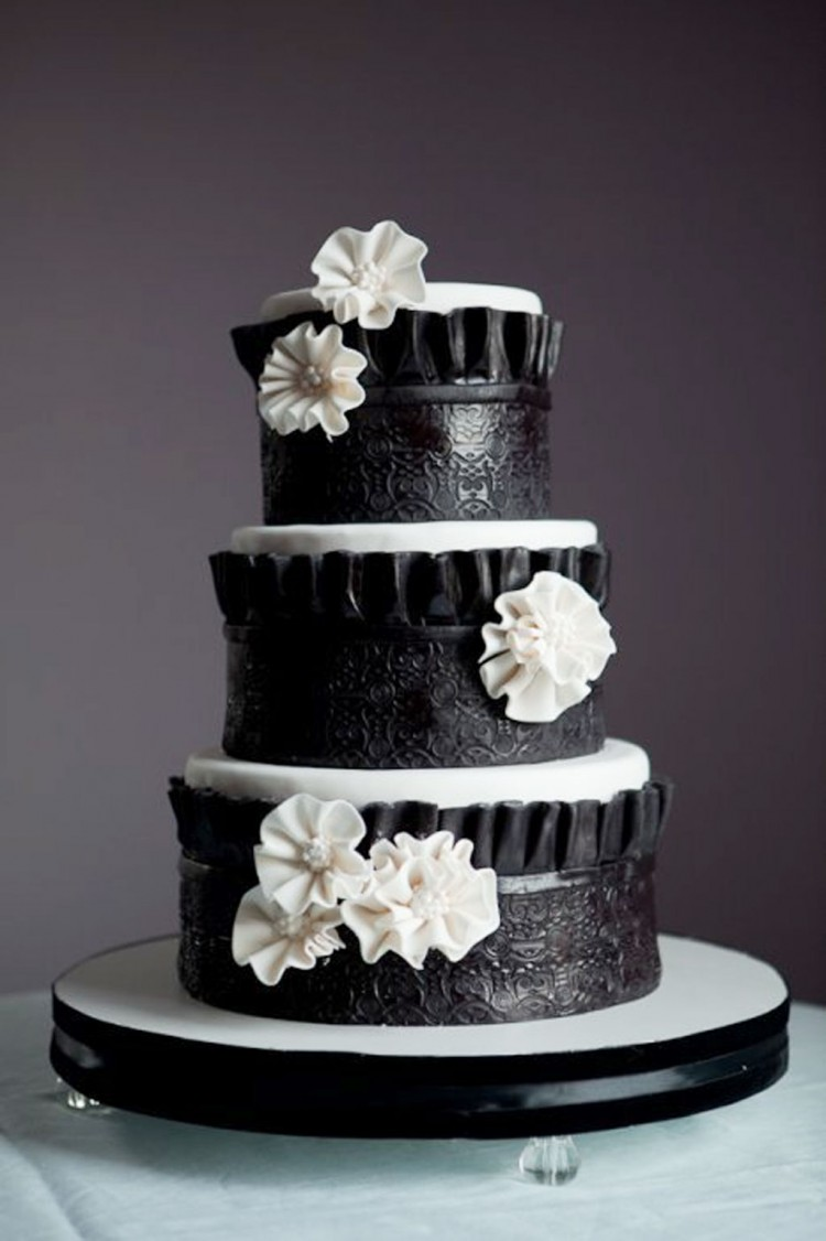 Black White Wedding Cake Decoration Picture in Wedding Cake