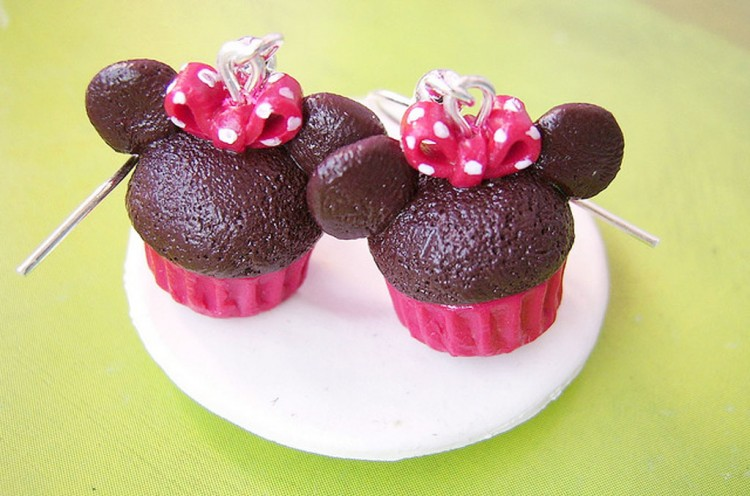 Chocolate Minnie Mouse Cupcake Picture in Chocolate Cake