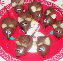1024x767px Chocolate Christmas Mice Or Anytime Mice Picture in Chocolate Cake