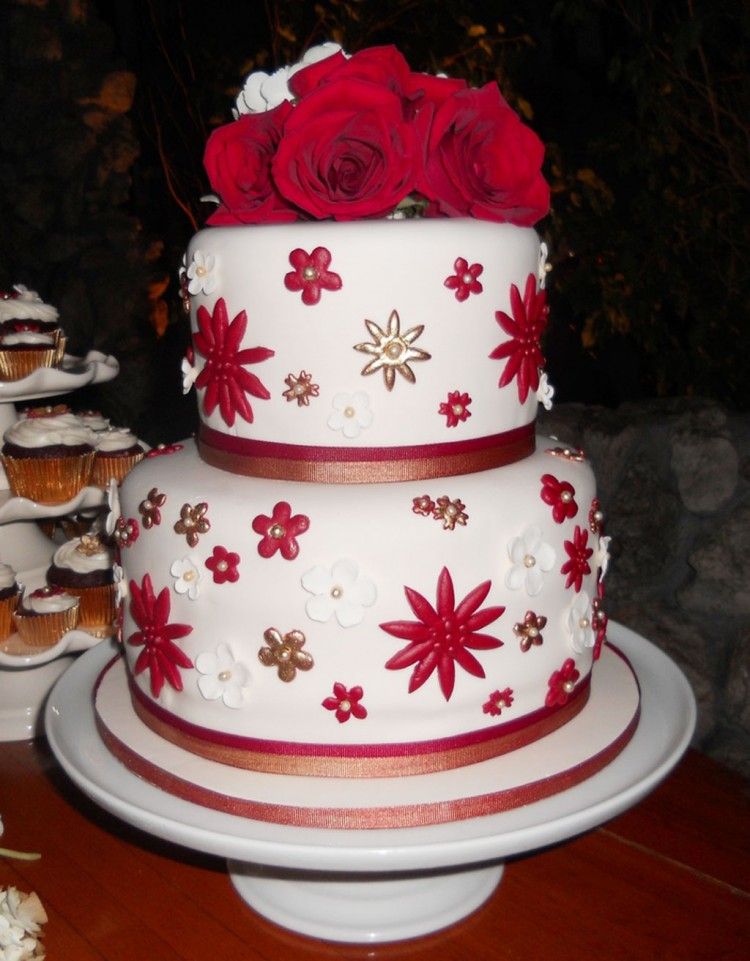 Christmas Wedding Cake Decorations Picture in Wedding Cake