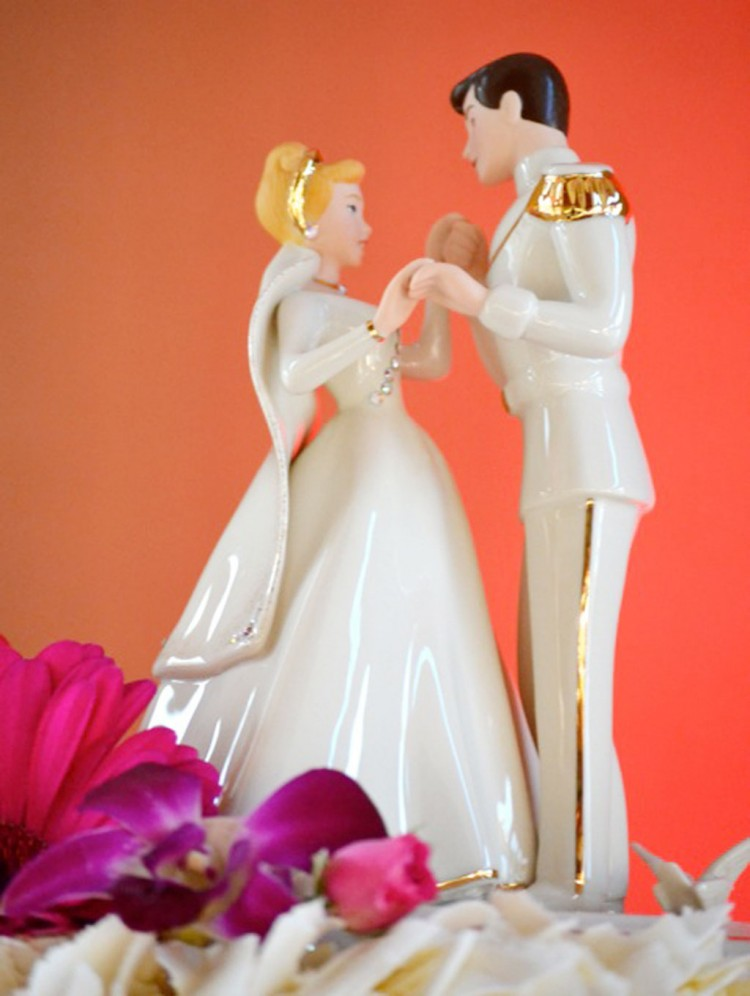 Cinderalla Wedding Cakes Figures Picture in Wedding Cake
