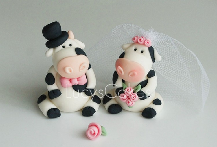 Cow Wedding Cake Topper Picture in Wedding Cake