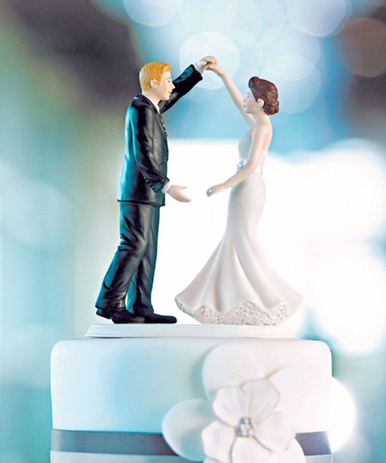 Dancing Couple Wedding Cake Toppers Picture in Wedding Cake