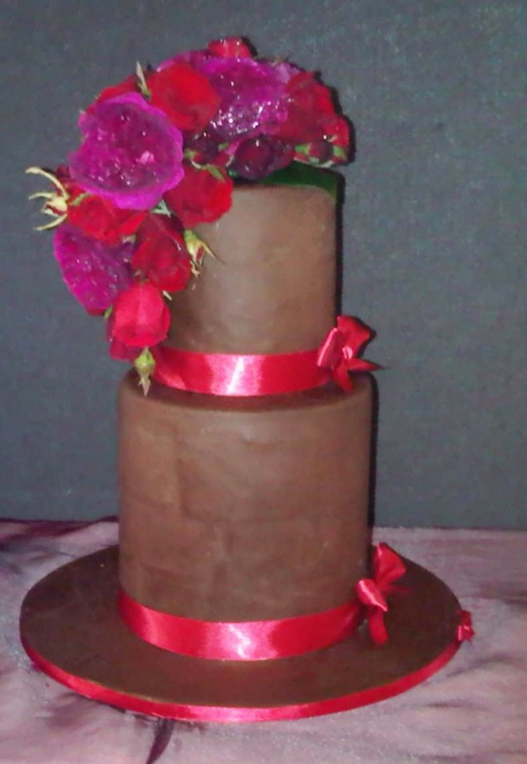 Double Layer Wedding Cake Pic 1 Picture in Wedding Cake