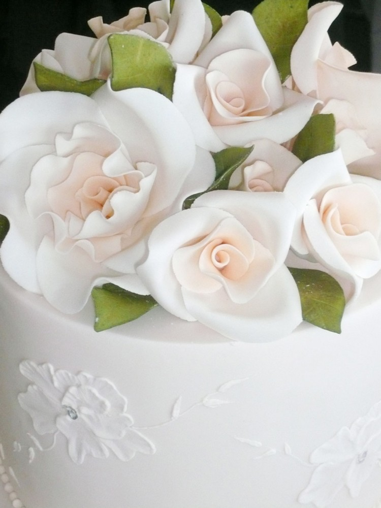Fondant Wedding Cake Flowers Picture in Wedding Cake