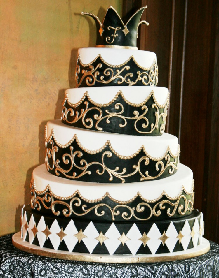 Four Layer Black And White Wedding Picture in Wedding Cake